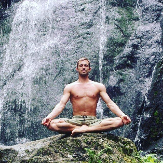 Shirtless-Men-Meditating